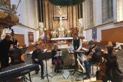 15.12.2019-Kirchschlager-Advent-Lehrerensemble-beim-Soundcheck