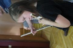 Querflöten-Schülerin-bei-Auftritt